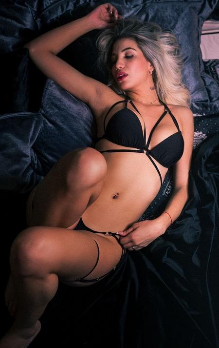 glamour webcam stripper